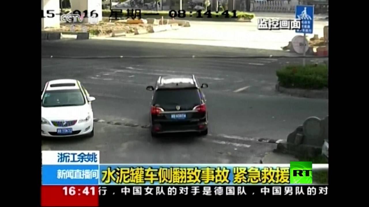 مشاهد لحادث مروري مروع في الصين.. ونجاة عجيبة لسائق وراكب سيارة جيب