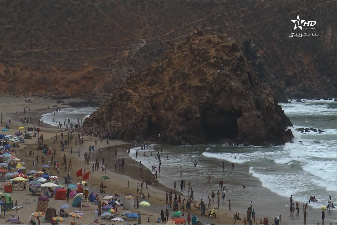 أجواء الاصطياف بالشاطئ الرائع لمير اللفت