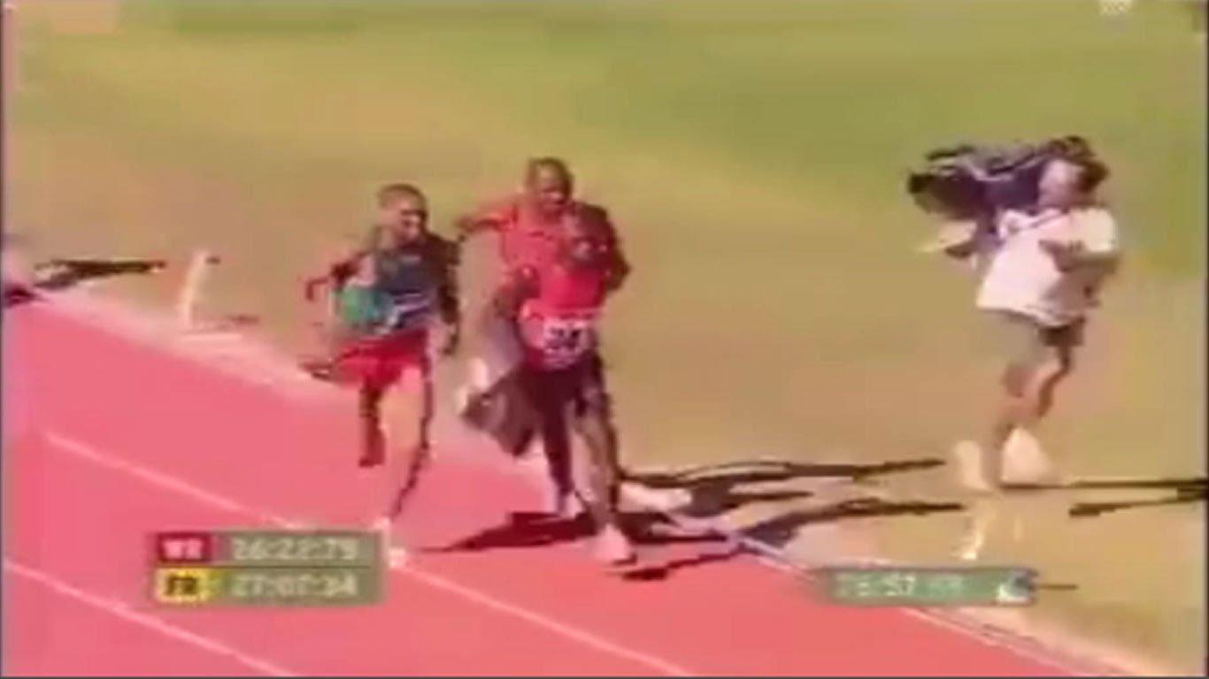 مصور تلفزيوني في الالعاب الاولمبية أسرع من العدائين بالرغم من وزن الكاميرا الثقيل