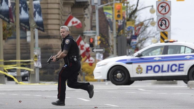 """الشرطة الكندية تقتل مؤيدا لتنظيم """"الدولة الاسلامية"""" كان يستعد لتفجير عبوة"""