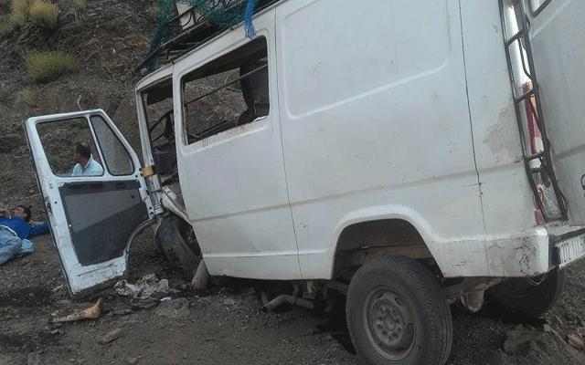 مصرع أربعة أشخاص  في حادثة اصطدام سيارة أجرة بسيارة النقل المزودج بين بني ملال الفقيه بنصالح