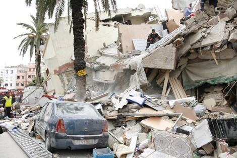 انهيار عمارة بسباتة الدار البيضاء .. مقتل شخص واحد وإصابة 19 آخرين بجروح