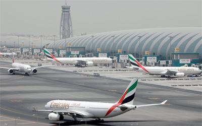 تعرض طائرة لطيران الامارات لحادث لدى هبوطها في مطار دبي
