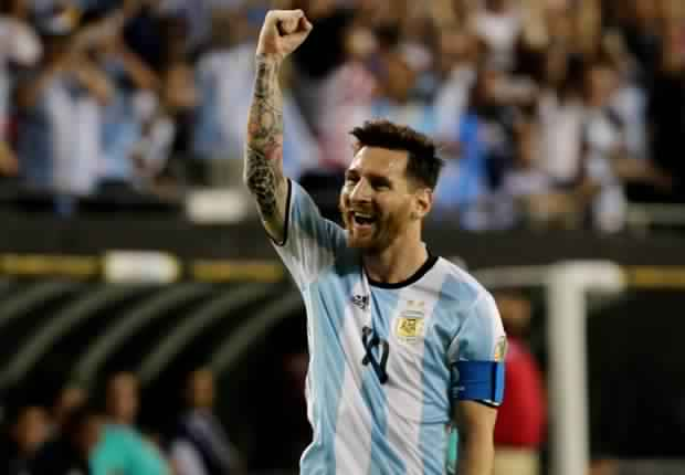 رسمياً.. ميسي يتراجع ويعود إلى منتخب الأرجنتين
