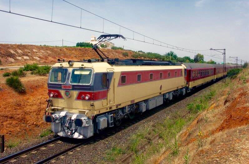 المكتب الوطني للسكك الحديدية يضطر لتوقيف حركة القطارات بشكل مؤقت من وإلى مدينة طنجة