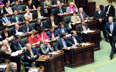 النائبة البلجيكية من أصول مغربية  مريم كثير تدين عبارات عنصرية في حقها داخل البرلمان