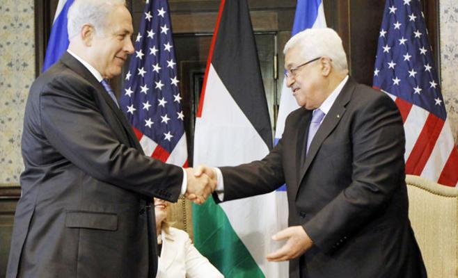 بنيامين نتانياهو يصافح محمود عباس في جنازة بيريز