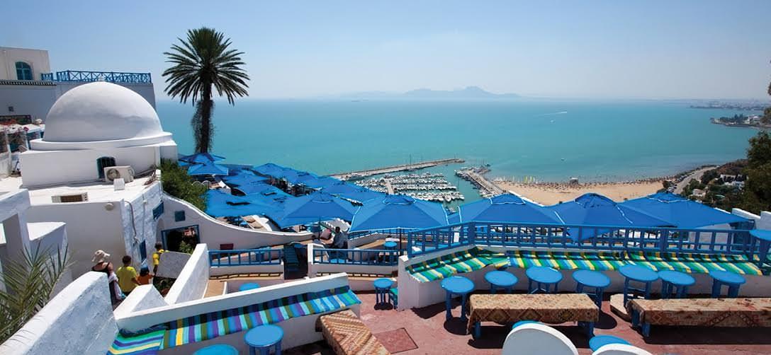 إضراب عام بكافة الفنادق يثير مخاوف من تفاقم أزمة السياحة التونسية
