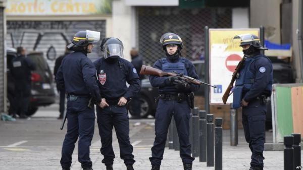 احتجاز اثنين آخرين بعد اكتشاف سيارة بها اسطوانات غاز بباريس