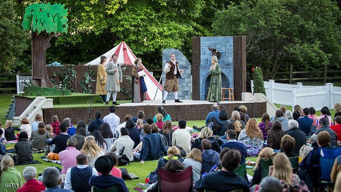 عاريات يقدمن مسرحية (العاصفة) لشكسبير بمتنزه في نيويورك