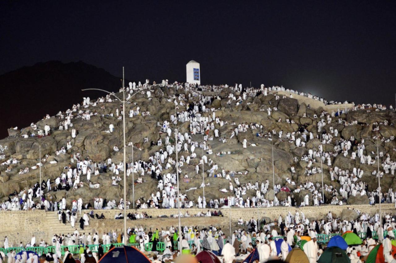 نحو 1,5 مليون حاج يستعدون للصعود الى جبل عرفة