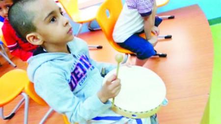 العلاج بالموسيقى قد يساعد الأطفال على تحمل آلام الحقن