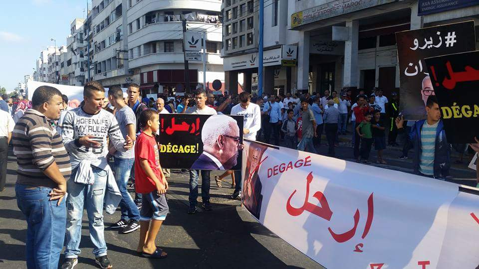 """بالصور: شعارات قوية تهز مدينة الدار البيضاء تندد بخطورة """" أخونة الدولة"""" من قبل حزب العدالة والتنمية"""