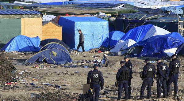الشرطة الفرنسية تخلي مخيم للمهاجرين شمال فرنسا يضم 1500مهاجر