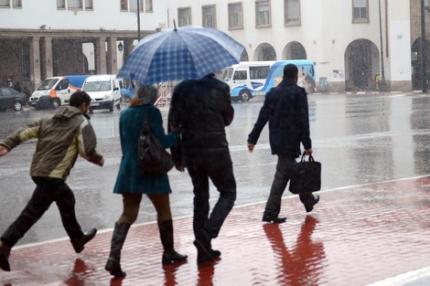 زخات عاصفية محليا قوية بعدد من المناطق المغربية