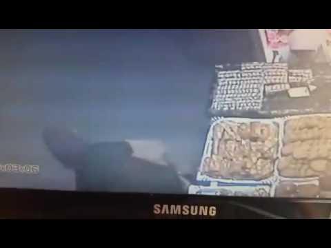 مكناس: أم تستعمل طفلتها لسرقة هاتف من صاحب محل لبيع الحلويات