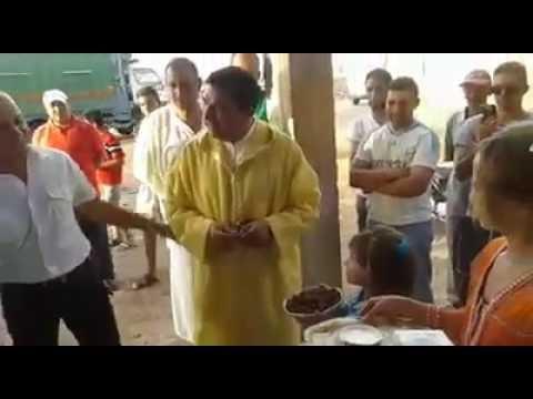 الوزير مبديع بدا الحملة الانتخابية…يستقبلونه بالثمر والحليب