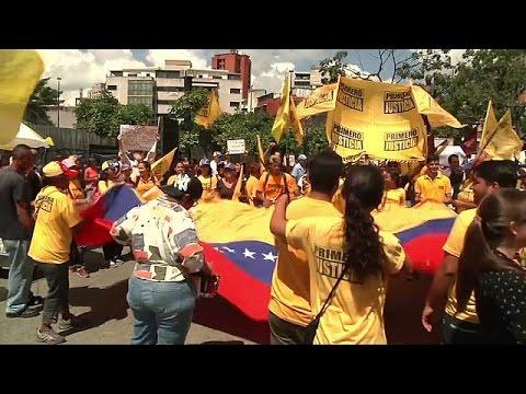 المئات من المعارِضين يتظاهرون في كاراكاس ضد الرئيس مادورو