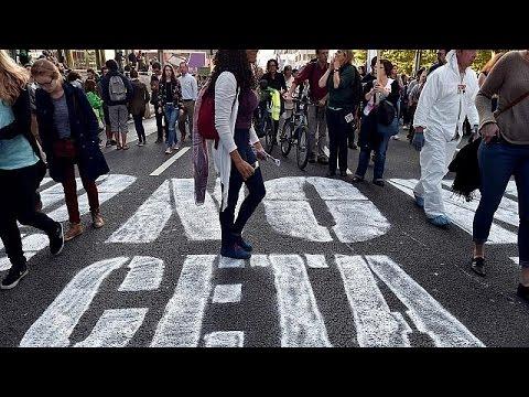 مظاهرة حاشدة في بروكسل اعتراضا على اتفاق التجارة الحرة عبر الأطلسي.