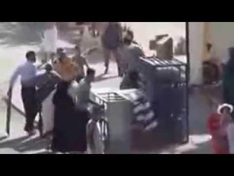 شاب بفاس يشرمل زميله في الشارع العام بواسطة مسطرة