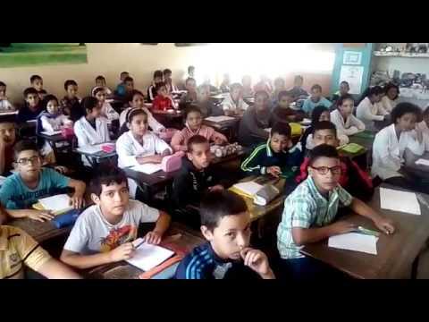 رجل تعليم يهاجم رئيس الحكومة بنكيران بسبب سياسته تجاه التعليم و حالة الإكتضاض المرتفعة بالقسم
