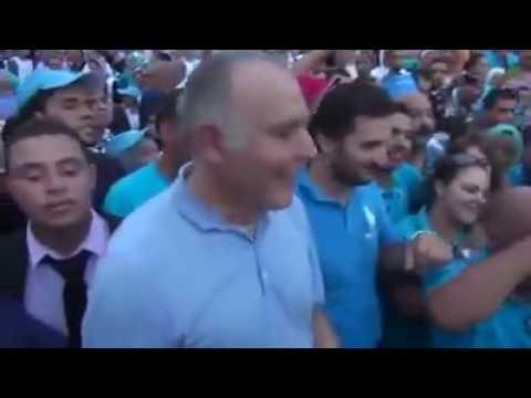 """فيديو..فضيحة: مزوار """"فعفاع"""" جمع """"الحلايقة"""" في ساحة لهديم بمكناس"""