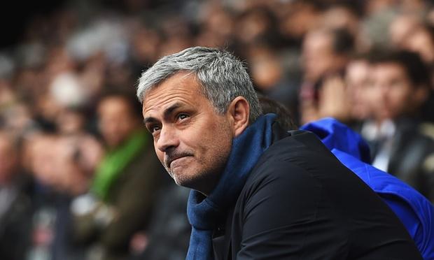 """مورينيو يطمئن عشاق النجم الانجليزي واين روني ويقول إنه """"لاعب مهم في صفوف مانشستر يونايتد"""""""