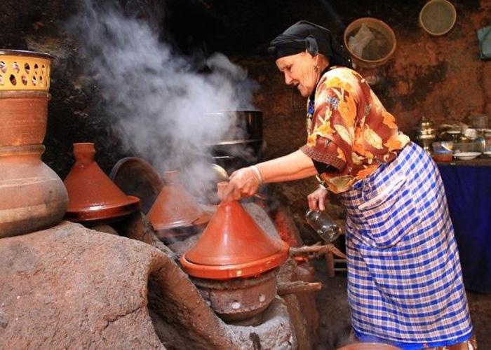 المغاربة ينفقون أكثر على اللباس والأكل والشرب
