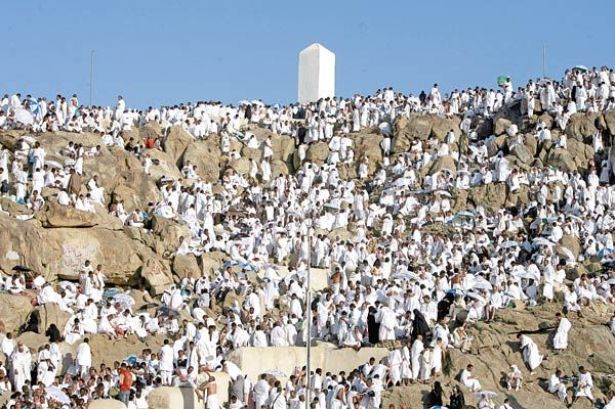 نحو مليوني حاج يقفون على جبل عرفة في ذروة موسم الحج