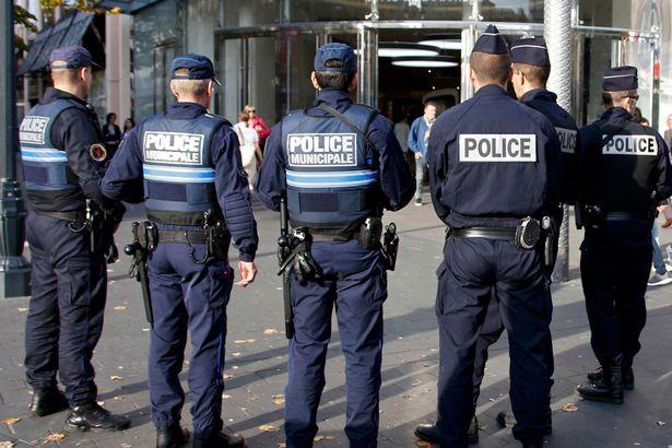 فرنسا تقول إنها اعتقلت 3 نساء خططن على الأرجح لهجوم