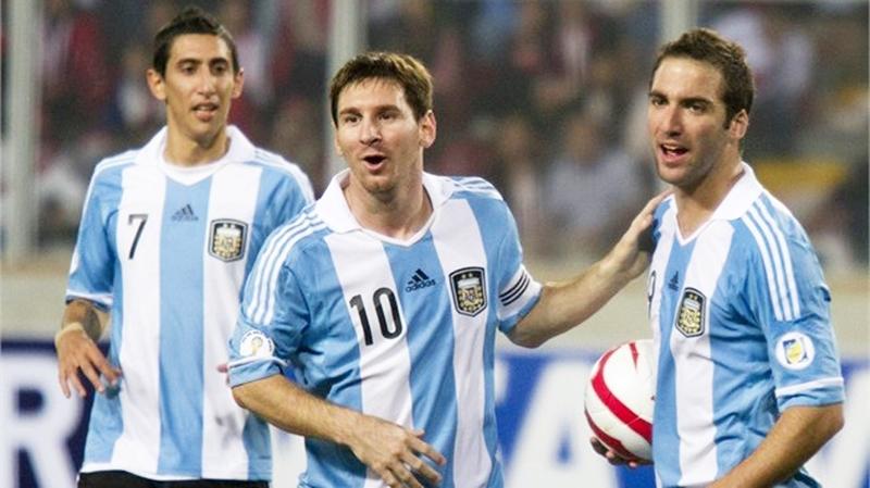 الارجنتين تحتفظ بالصدارة والبرازيل تحل رابعة في عرش كرة القدم
