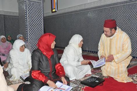 أمير المؤمنين يعطي بطنجة انطلاقة البرنامج الوطني لمحو الأمية بالمساجد