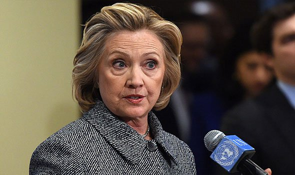 كلينتون في مرحلة حساسة قبل شهرين من الانتخابات