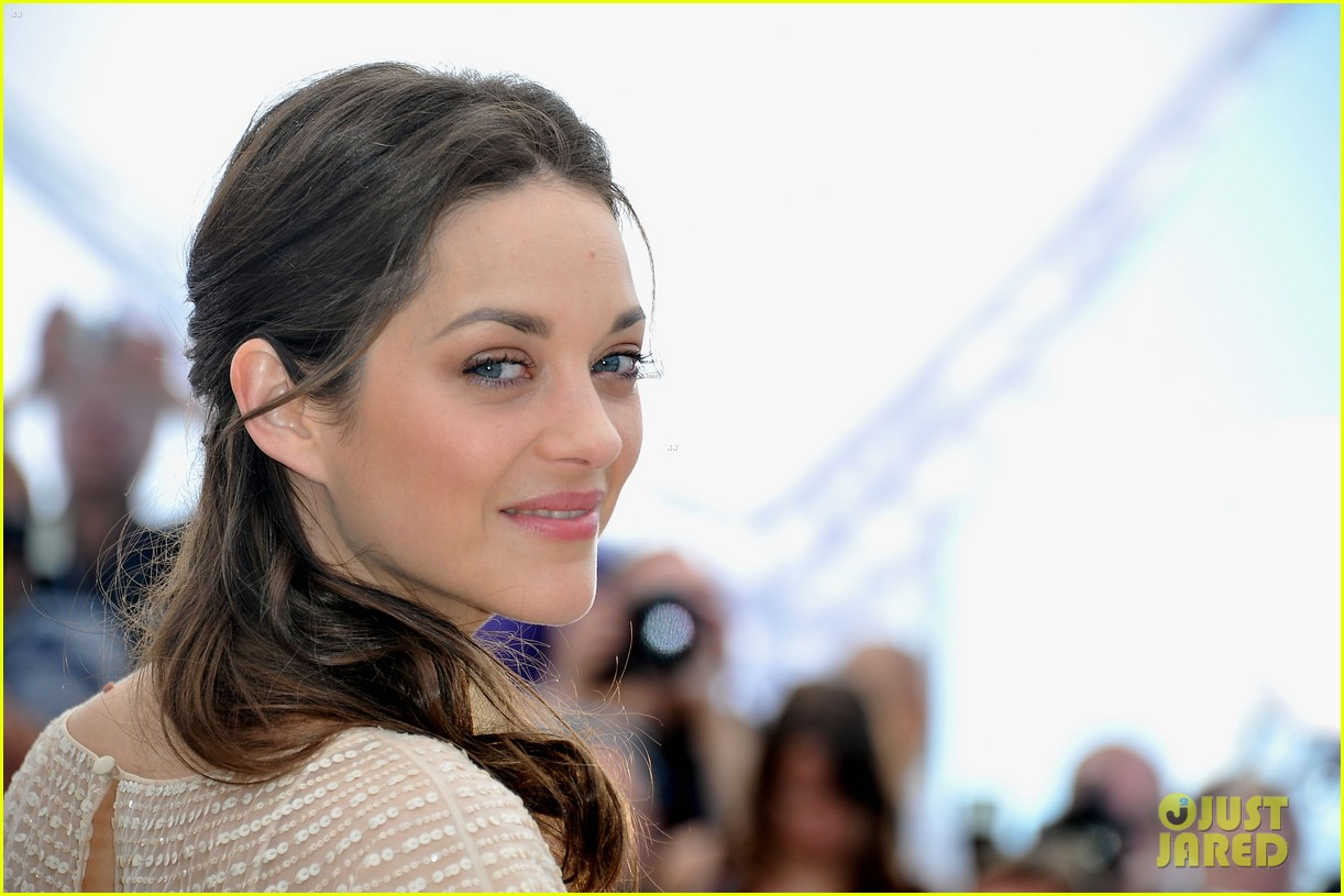 الممثلة الفرنسية كوتيار تنفي أي علاقة لها بانفصال جولي وبيت