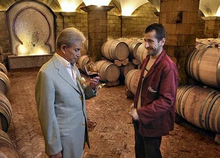 """المغرب يفقد """"إمبراطور"""" الخمور ,,,وداعا """"زنيبر"""" صاحب النبيذ والمساهم في ميزانية الدولة"""