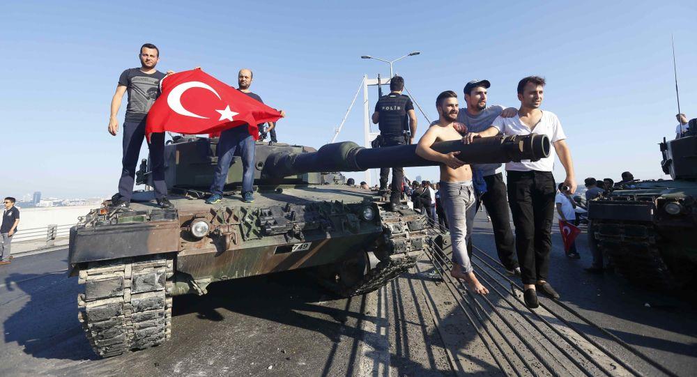 منظمة حقوقية: قانون الطوارئ بتركيا أتاح تعذيب المعتقلين وإساءة معاملتهم