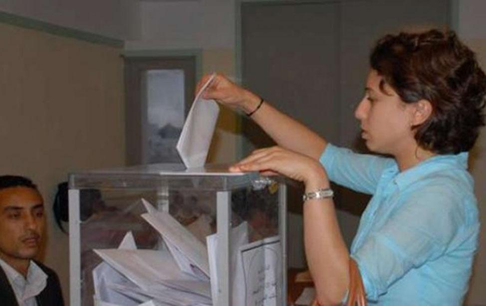 الناخبون المغاربة يتوجهون يوم الجمعة إلى مكاتب الاقتراع للإدلاء بأصواتهم في ثاني انتخابات تشريعية يشهدها المغرب في إطار الدستور الجديد