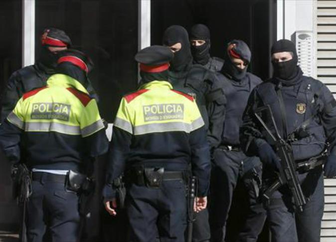 الشرطة الإسبانية تعتقل مغربيين لاتهامهما بتأييد الدولة الإسلامية