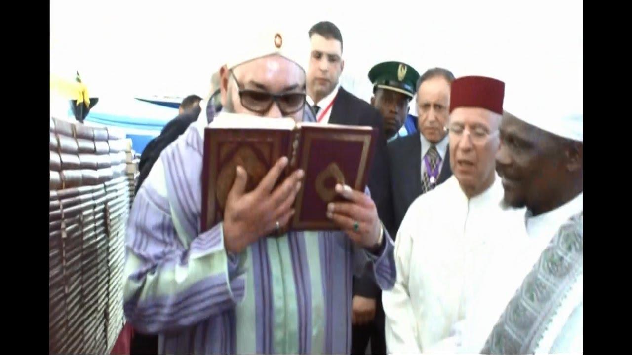الملك محمد السادس يعطي بدار السلام انطلاقة أشغال بناء مسجد ويهدي 10 ألاف نسخة من المصحف الكريم