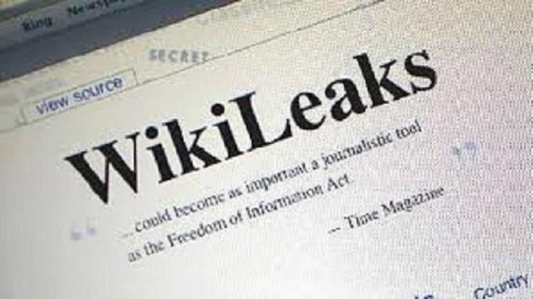 ويكيليكس: حملة كلينتون تصور النساء تحت الطاولة في شركات ترامب