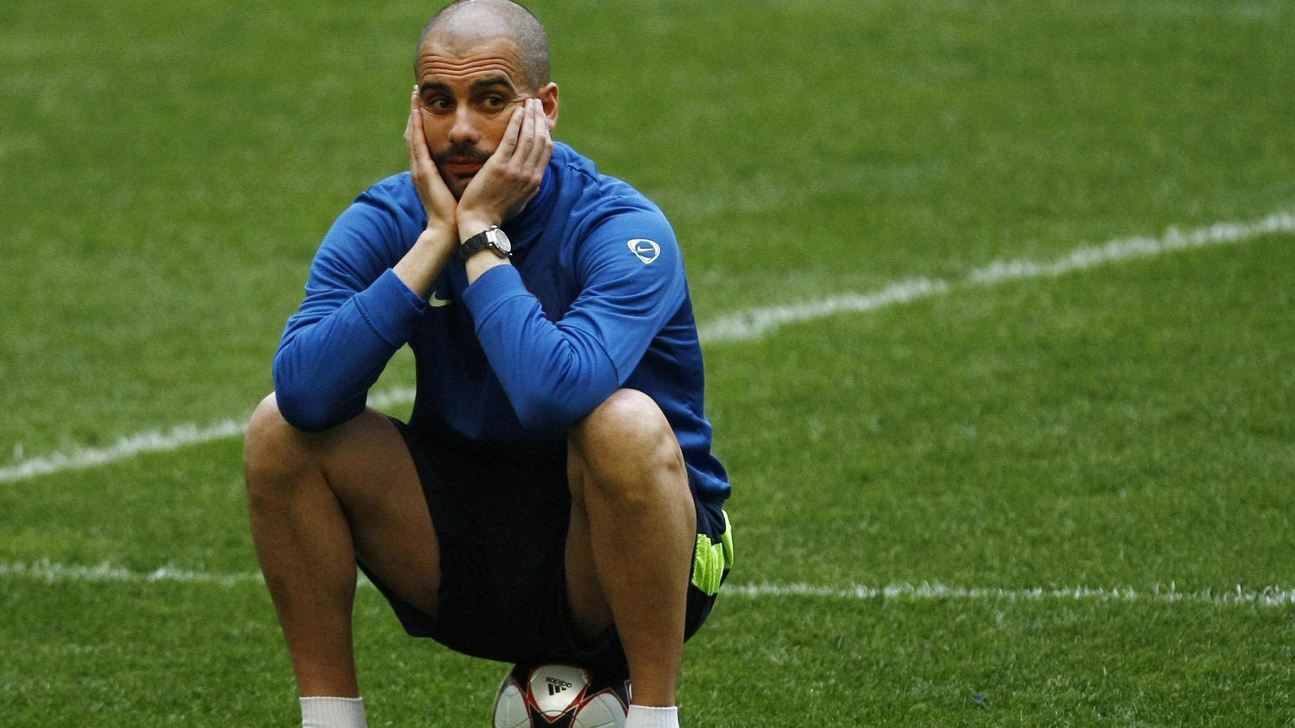 """غوارديولا يدافع عن """"برافو"""" وخططه بعد الهزيمة المذلة أمام برشلونة"""