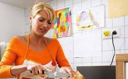 دراسة بريطانية: الأعمال المنزلية خطر على صحة المرأة