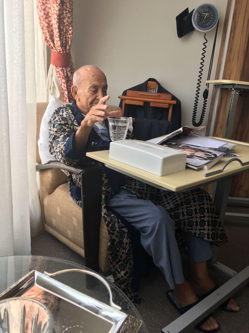 الزعيم عبد الرحمان اليوسفي صحته في تحسن مستمر+ الصورة
