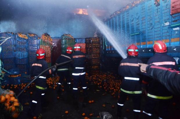 حريق مهول بدار الحمراء بسلا يأتي على محل لبيع الأفرشة المنزلية وسيارتين