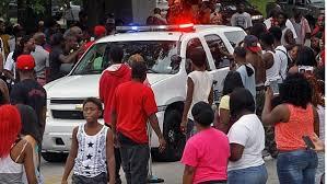وفاة رجل أسود في اشتباك بدني مع الشرطة بعد طلبه مساعدتها