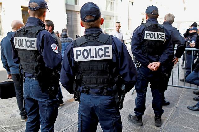 استمرار تظاهرة عناصر الشرطة الغاضبين في فرنسا