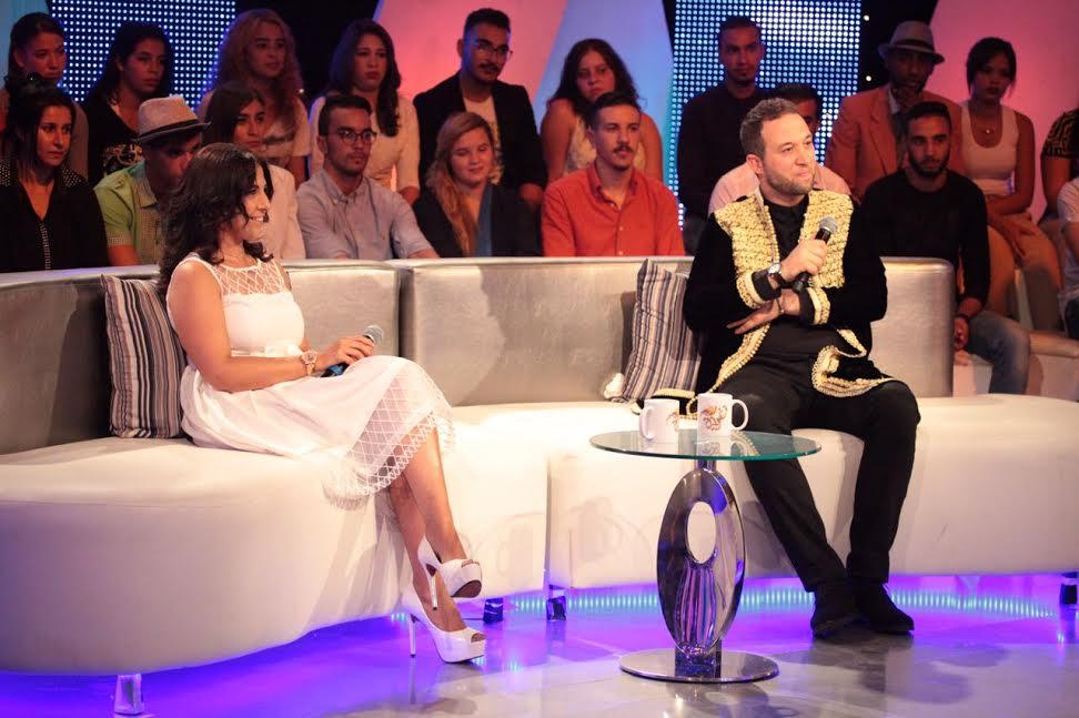 اللبناني رياض العمر يطل على جمهور تغريدة بأزياء من تصميم زهرة اليعقوبي