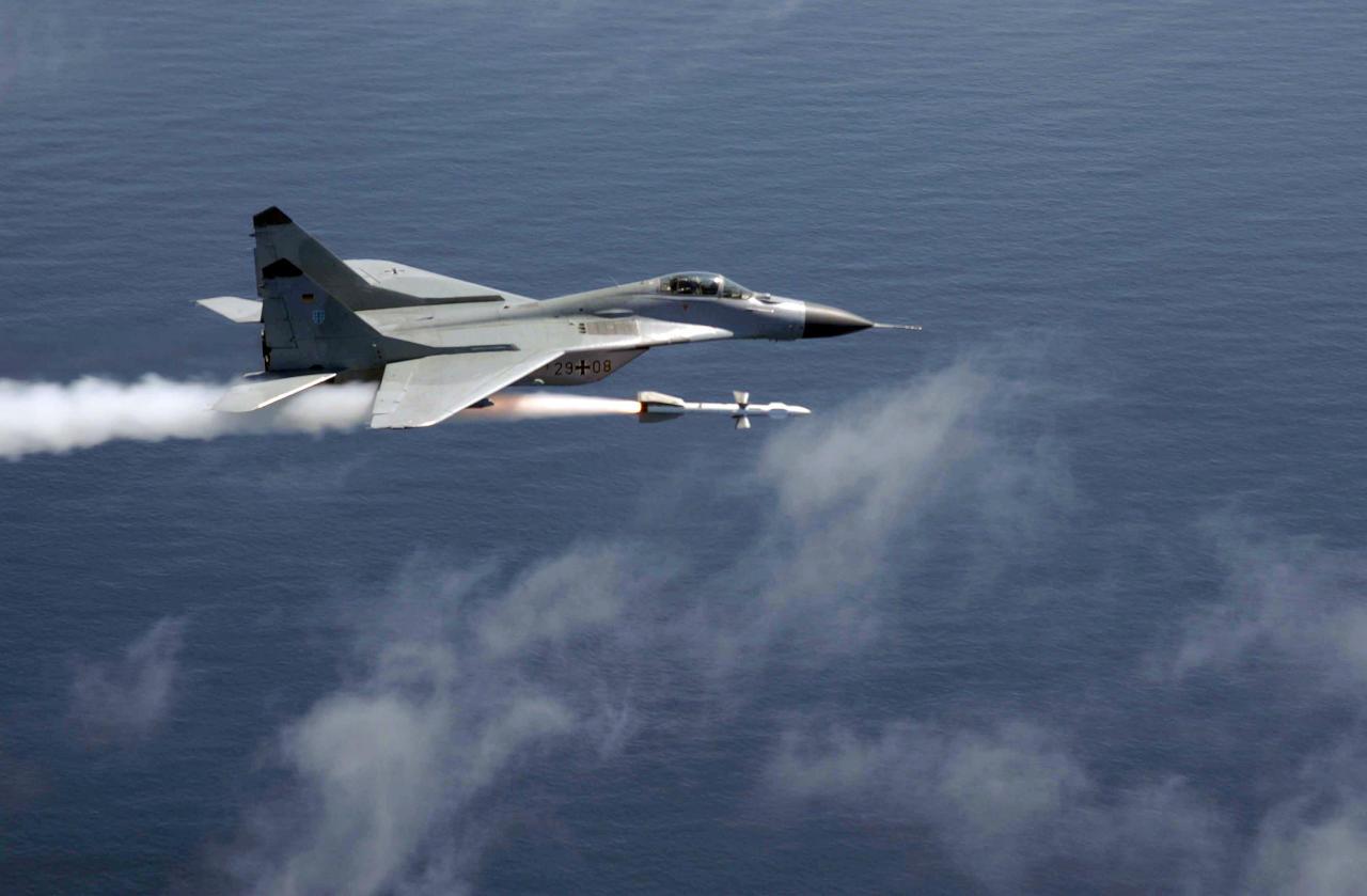 تحطم مقاتلة روسية في مياه البحر المتوسط قبالة سورية