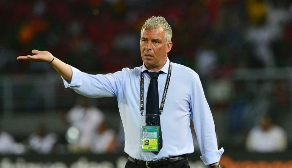 بسبب المغرب….اقالة مدرب منتخب الغابون البرتغالي كوستا
