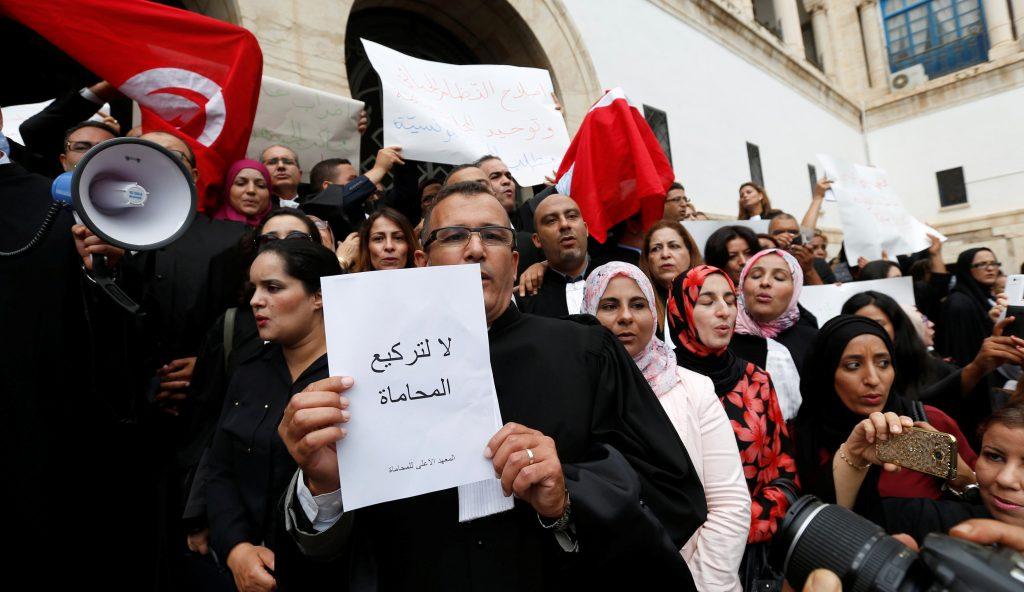محامون تونسيون يتظاهرون